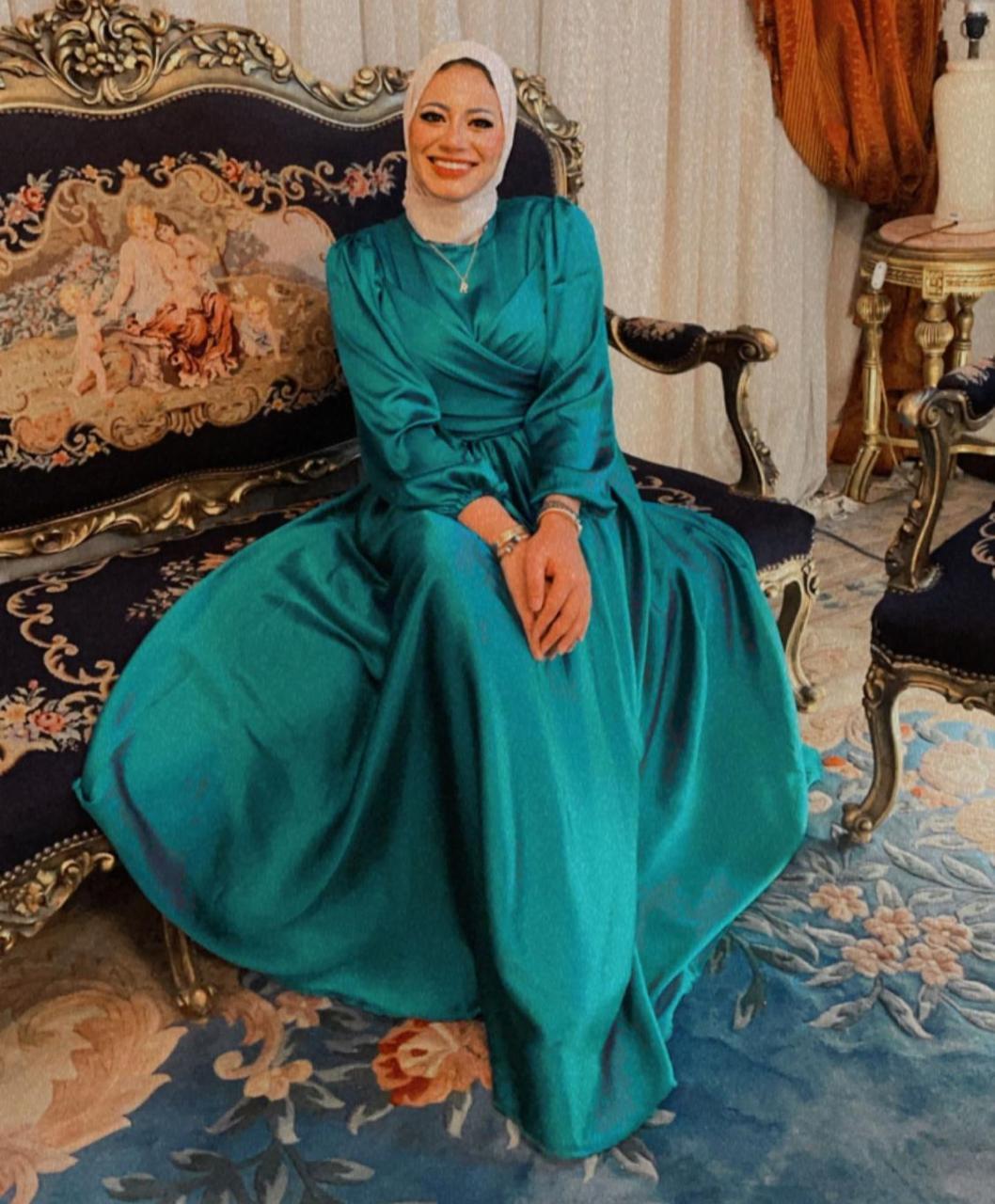 7 رانيا يحيى بفستان فيروزي لسهرات العيد -الصورة من حسابها على الانستغرام