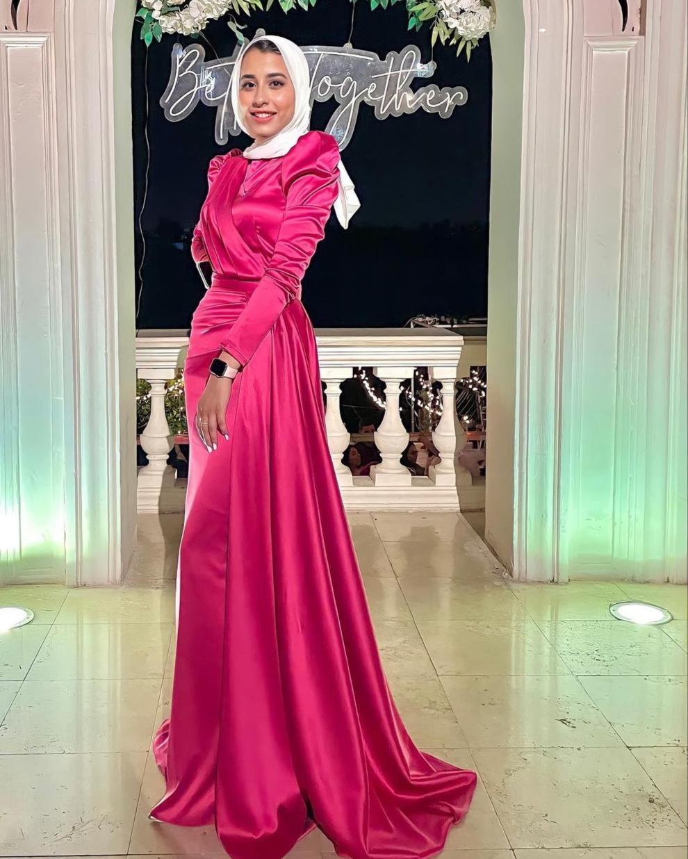 8 مروة بفستان أحمر للنحيلات -الصورة من حسابها على الانستغرام