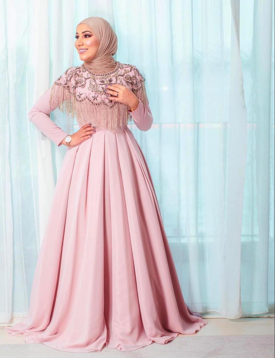 نداء شرارة بفستان زهري ناعم -الصورة من حسابها على الانستغرام