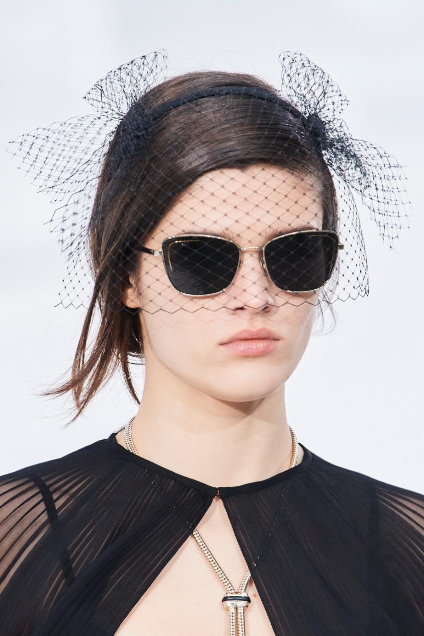 Chanel صورة ١ نظارة شمسية باللون الأسود من