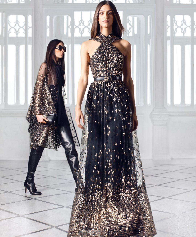 فستان سهرة أسود مرصع بالأحجار الذهبية من توقيع إيلي صعب- الصورة من انستغرام إيلي صعب