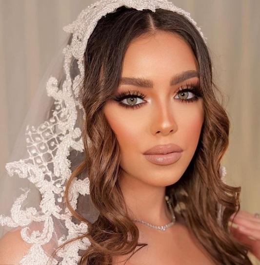 خطوات تطبيق مكياج جذاب لعروس 2021- الصورة من إنستجرام- صفحة خبيرة التجميل دعاء العميري
