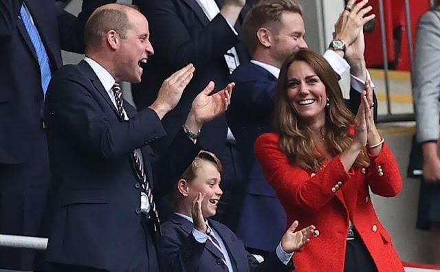 الحضور السابق لأسرة كامبريدج في مباراة إنجلترا مع ألمانيا- الصورة من موقع New my royals