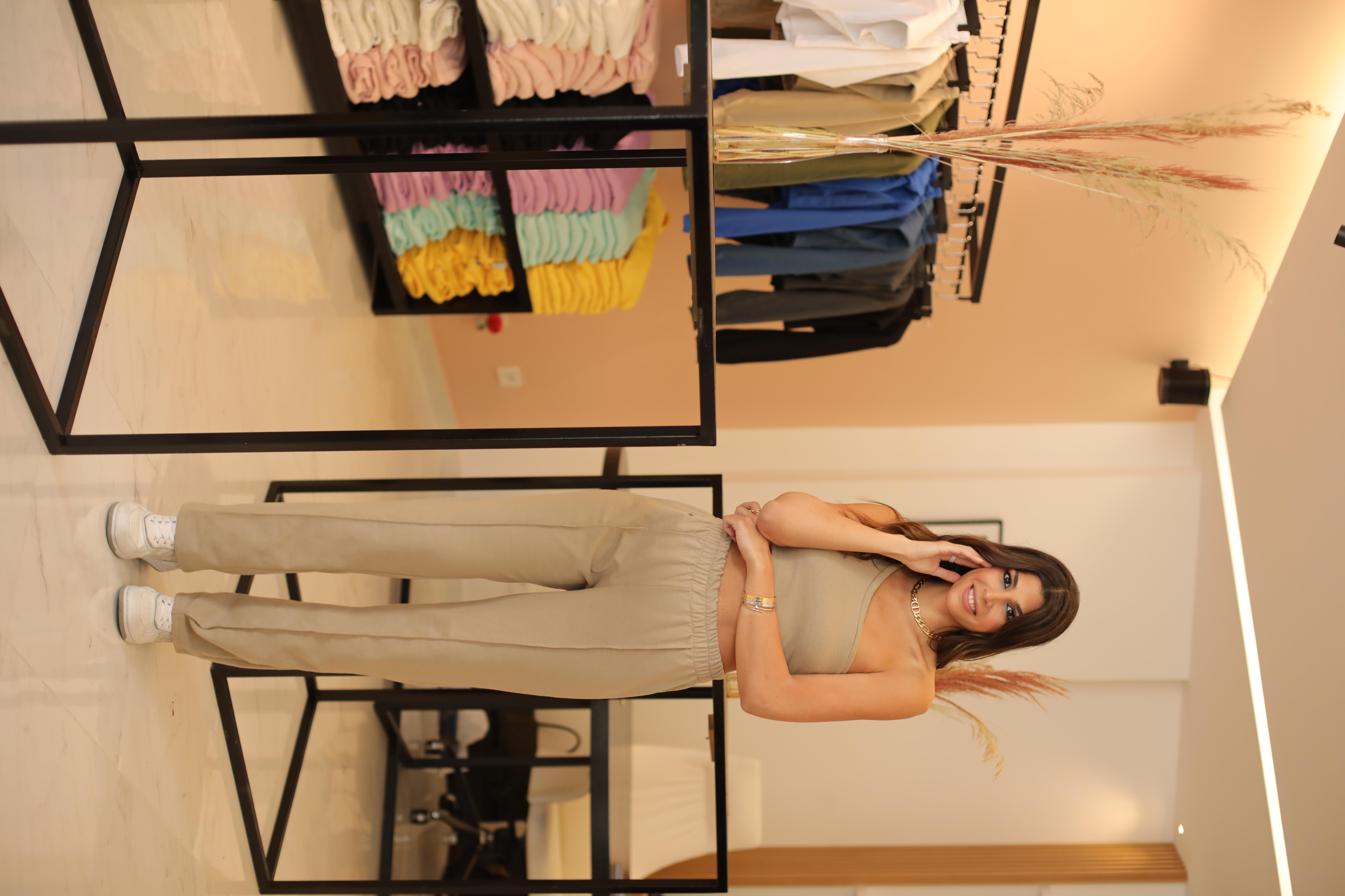 المصممة لارا زكا في متجرها الجديد في لبنان