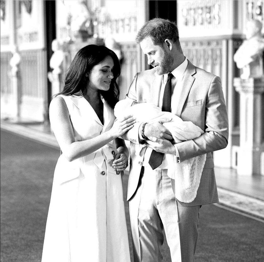 الأمير هاري وميغان ماركل بعد ولادة آرتشي- الصورة من حساب sussex royals على إنستغرام