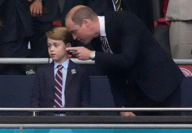 الأمير جورج مع والده ويليام في نهائي يورو 2020-- الصورة من موقع ميرور