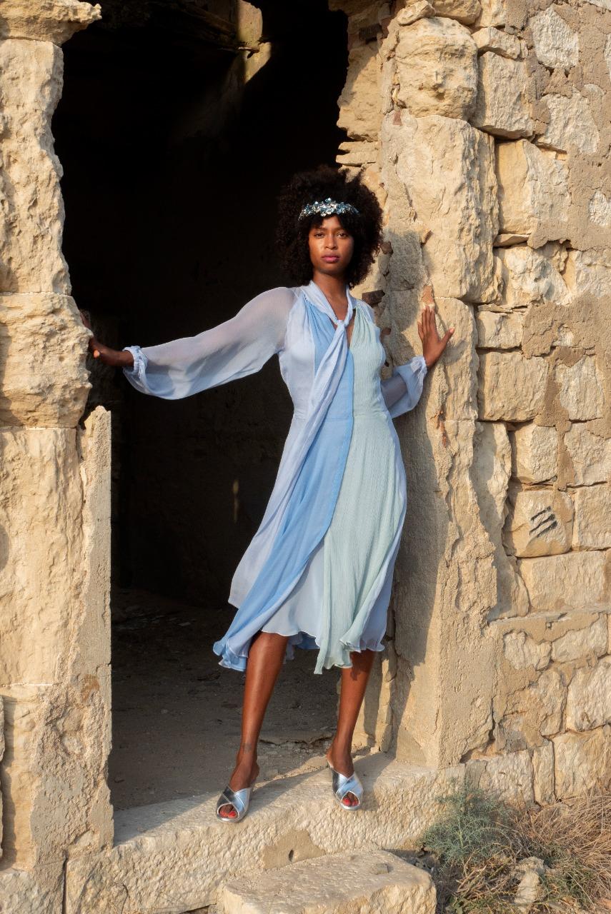 Luisa Beccaria صورة ٤ فستان أزرق باستيل من