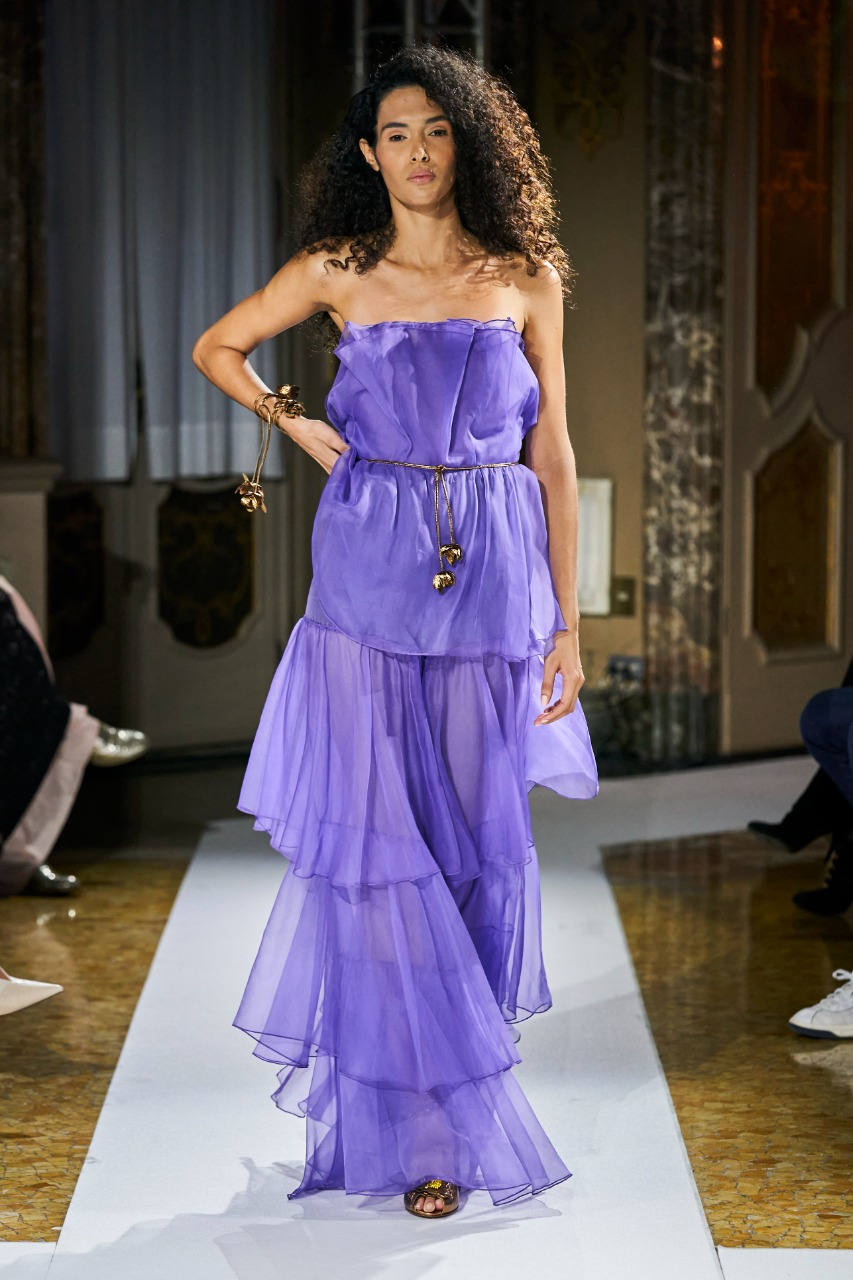 فستان من مايا سيفيرث