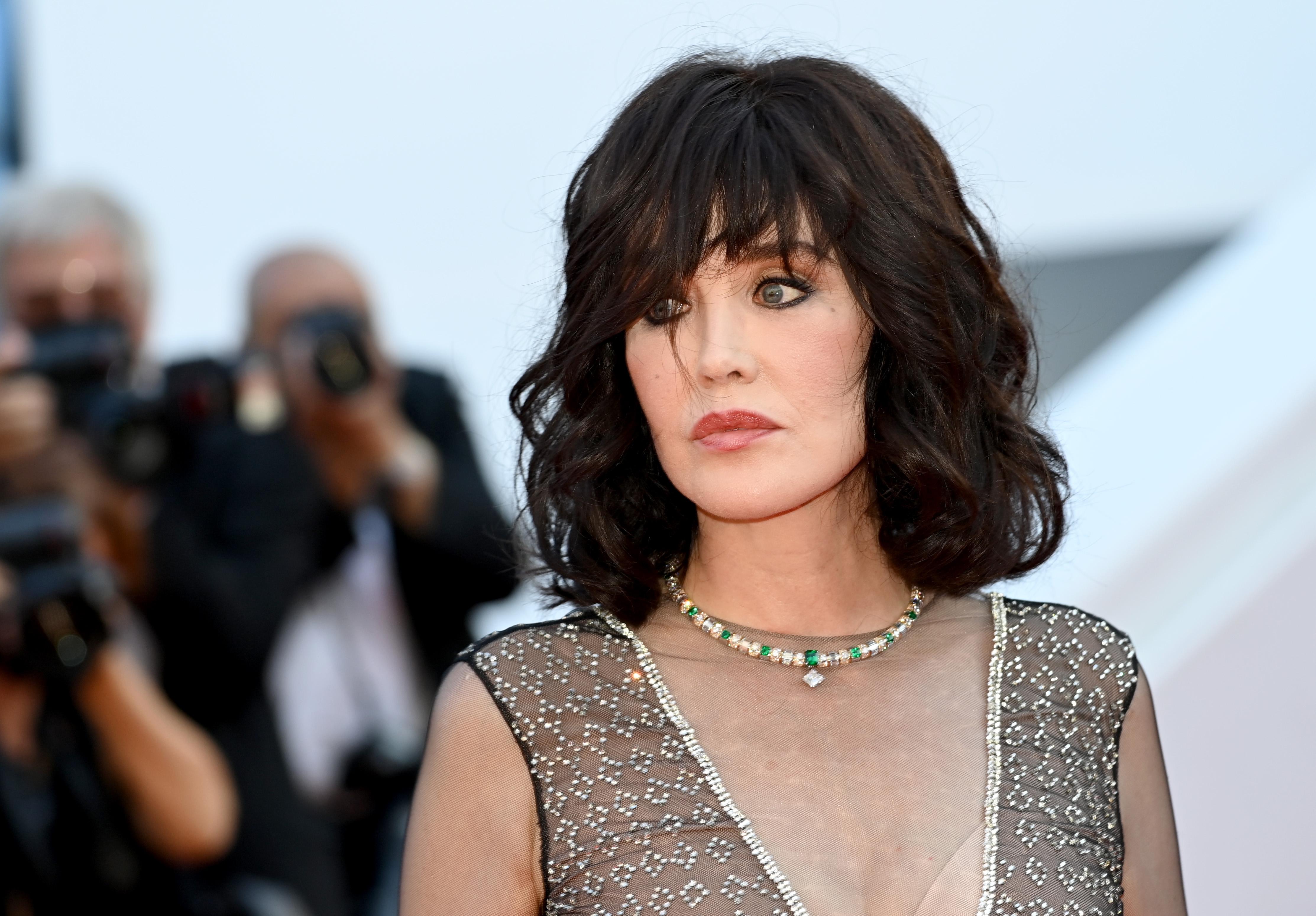 النجمة إيزابيل أدجاني بمجوهرات من دار لويس فيتون Louis Vuitton في مهرجان كان السينمائي 2021