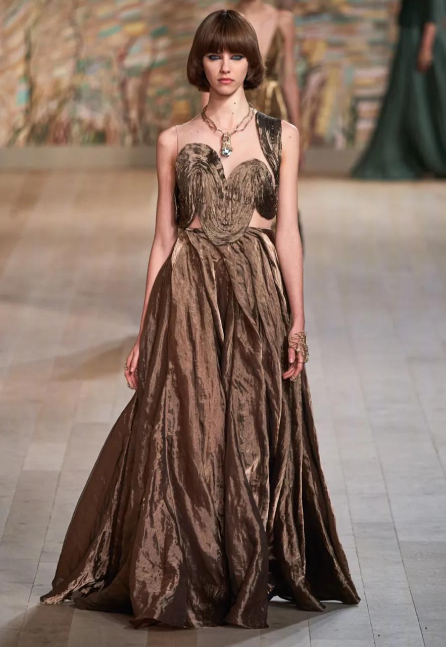 قلادة عصرية من عرض كريستيان ديور Christian Dior