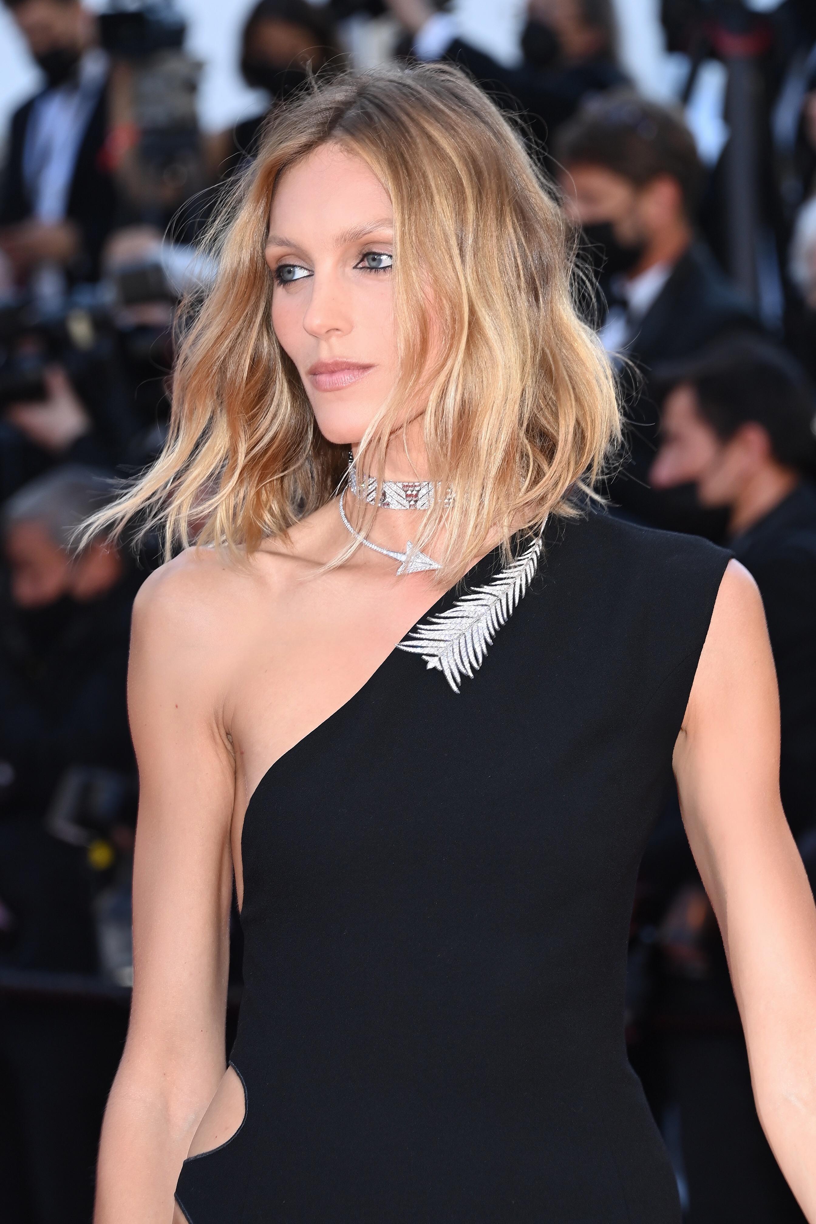 النجمة أنجا روبيك بمجوهرات من دار بوشرون Boucheron في مهرجان كان السينمائي 2021