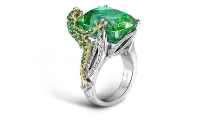 خاتم جذاب بالتورمالين الأخضر من دار بودلزBoodles