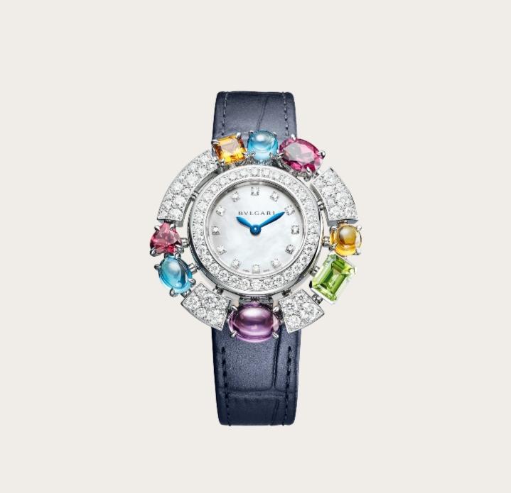 ساعة يد مرصّعة بالأحجار الملونة من ماركة بولغري Bvlgari لعيد الاضحى ٢٠٢١