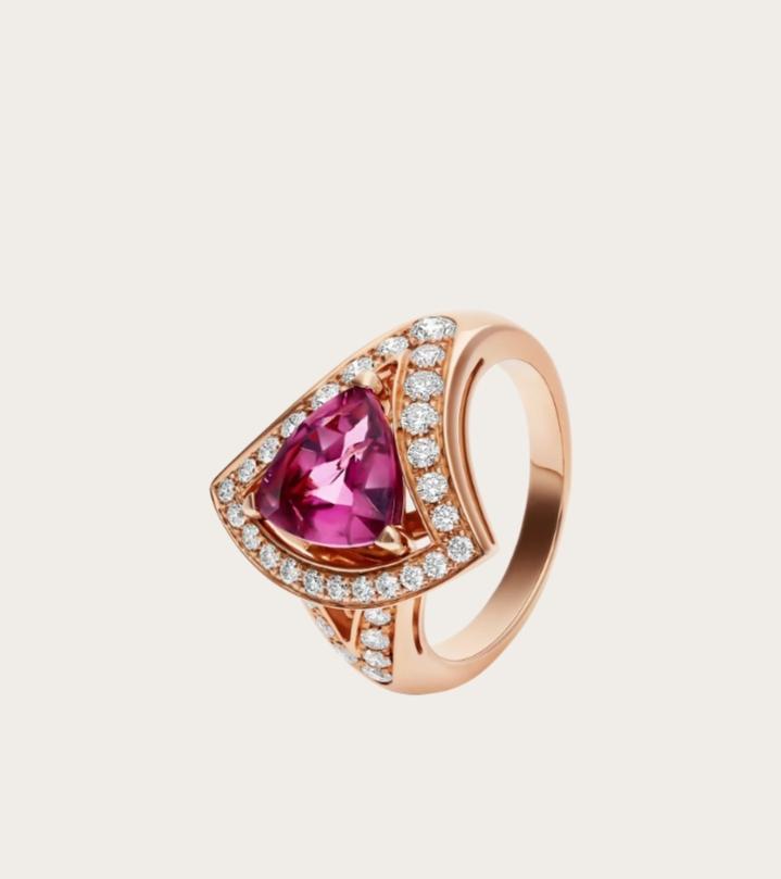 خاتم فاخر بالياقوت الوردي من علامة بولغري Bvlgari