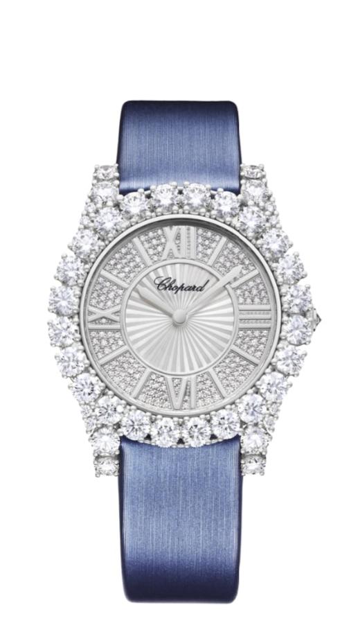 ساعة يد فاخرة باللون الأزرق الباستيل من دار شوبارد Chopard