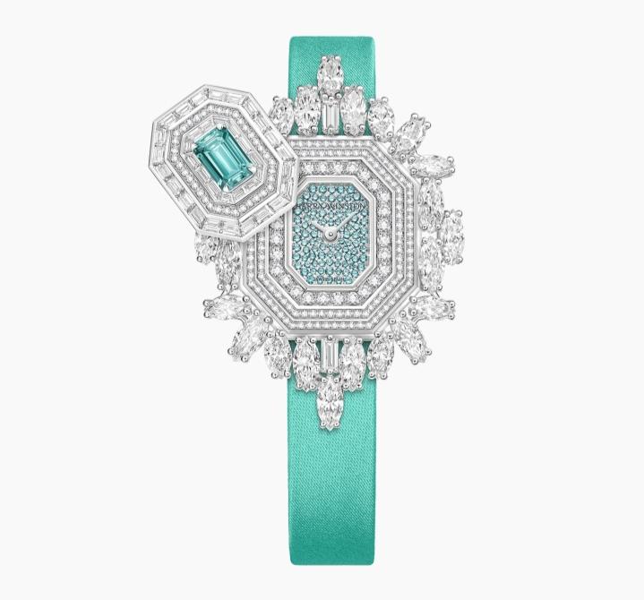 ساعة يد أنيقة باللون الأخضر الباستيل من علامة هاري وينستون Harry Winston