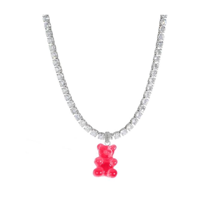 قلادة دب باللون الفوشيا المرصع بالألماس من High street jewellery