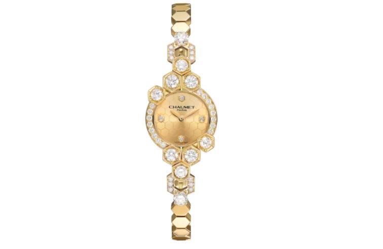 ساعة من الذهب الأصفر مرصعة بالألماس من شوميه Chaumet