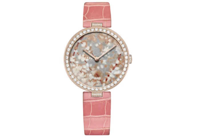 ساعة باللون الوردي من شوميه Chaumet
