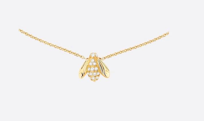 سلسلة بتصميم نحلة من الذهب الأصفر والألماس من ديور Dior
