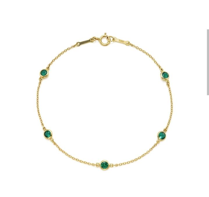 سوار ناعم بالزمرد والذهب من دار تيفاني أند كو Tiffany & Co لعيد الأضحى ٢٠٢١
