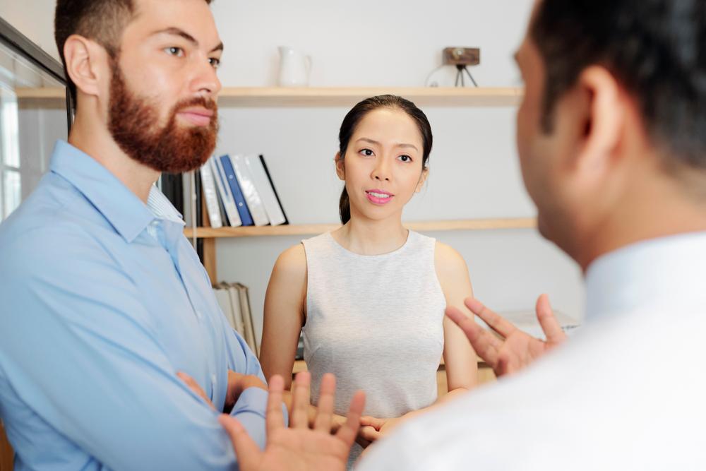 مهارات الاستماع في التواصل في مكان العمل