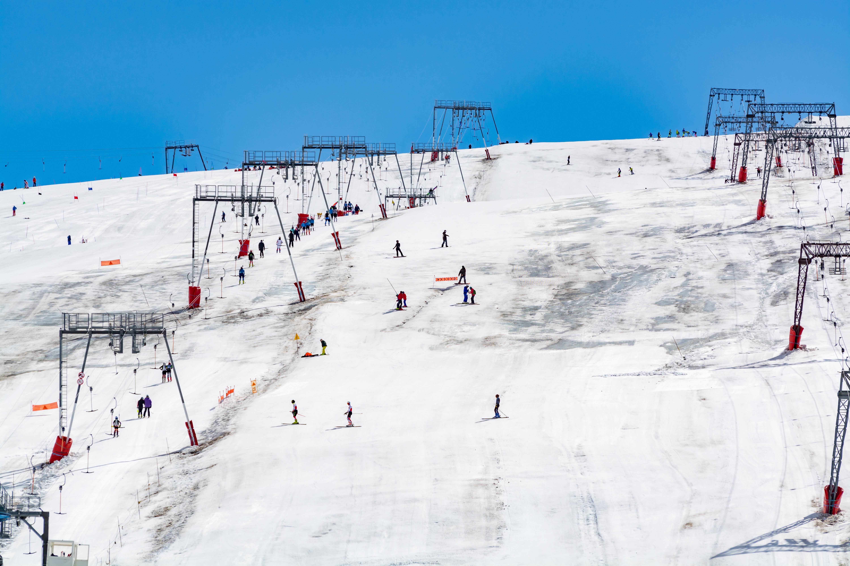 منتجعات سياحيّة تغيب عنها الثلوج
