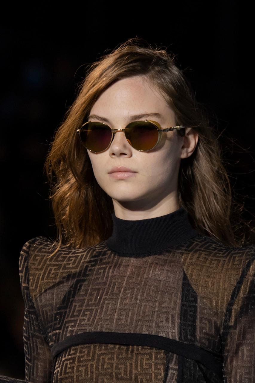 ١- نظارة شمس للوجه البيضاوي من «Balmain»