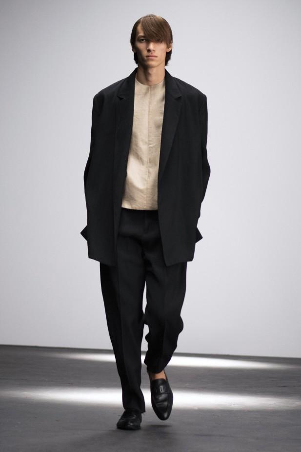 بدلة سوداء من دنهل Dunhill