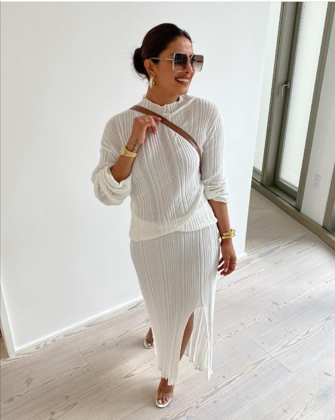 بريانكا شوبرا تتألق باللون الأبيض- الصورة من حساب بريانكا شوبرا على إنستقرام