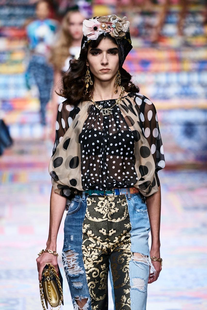 بلوزة ملونة شيفون بنقشات دائرية من «Dolce & Gabbana»