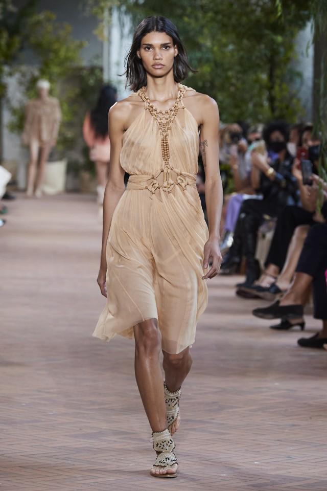 فستان من ألبرتا فيريتي Alberta Ferretti