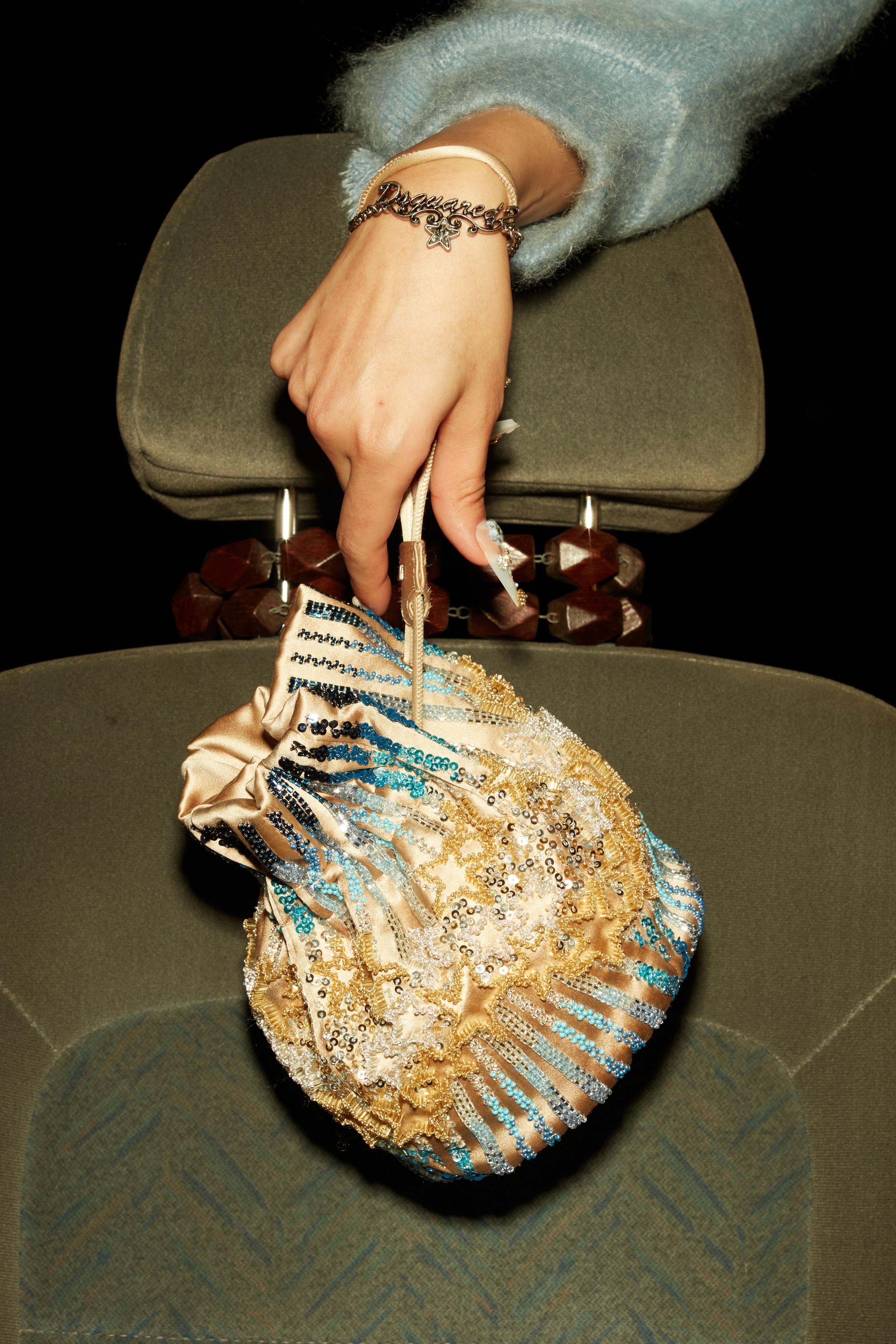 حقيبة ذهبية من مجموعة DSquared2