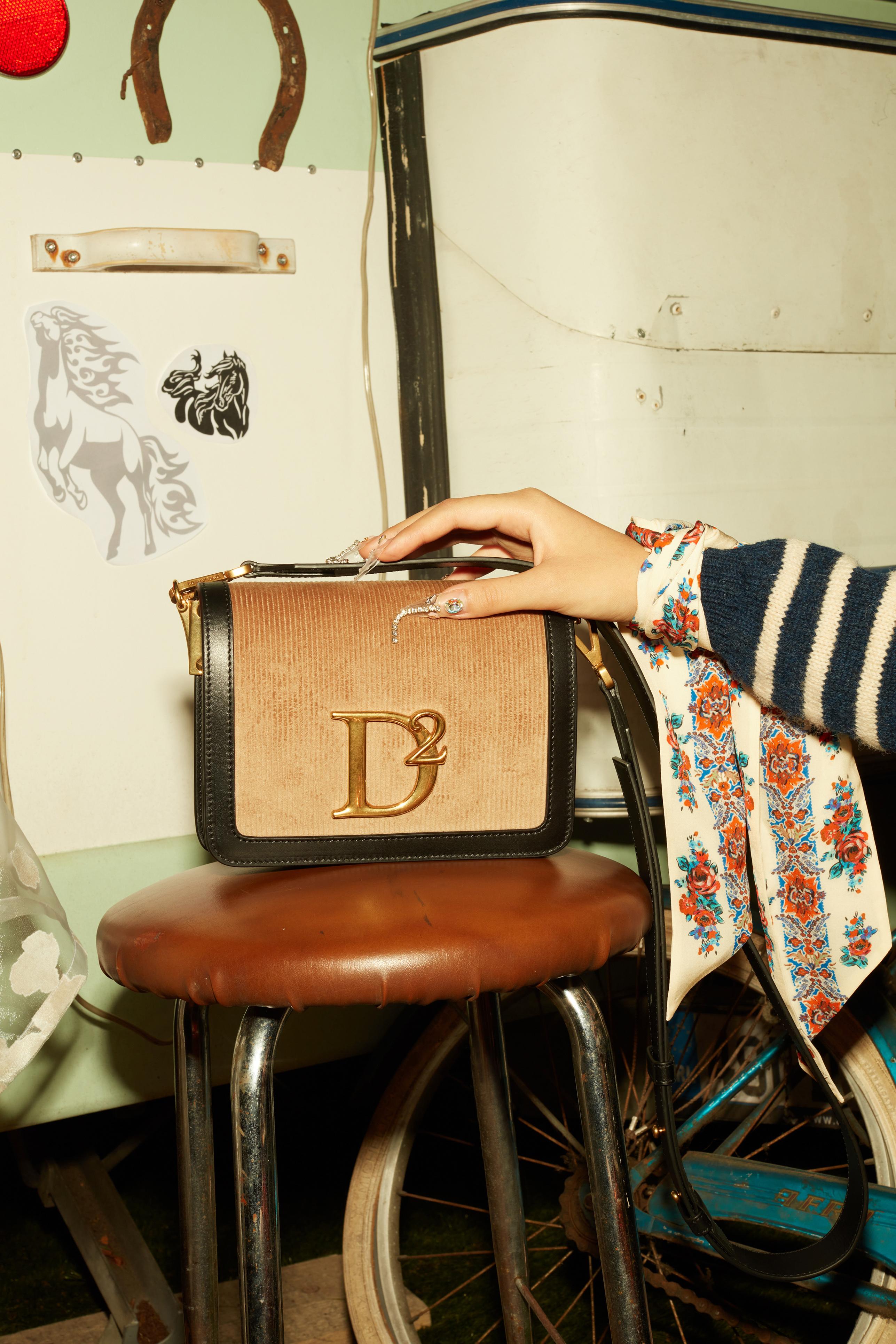 حقيبة DSquared2 من أسبوع الموضة في ميلان ٢١_٢٢