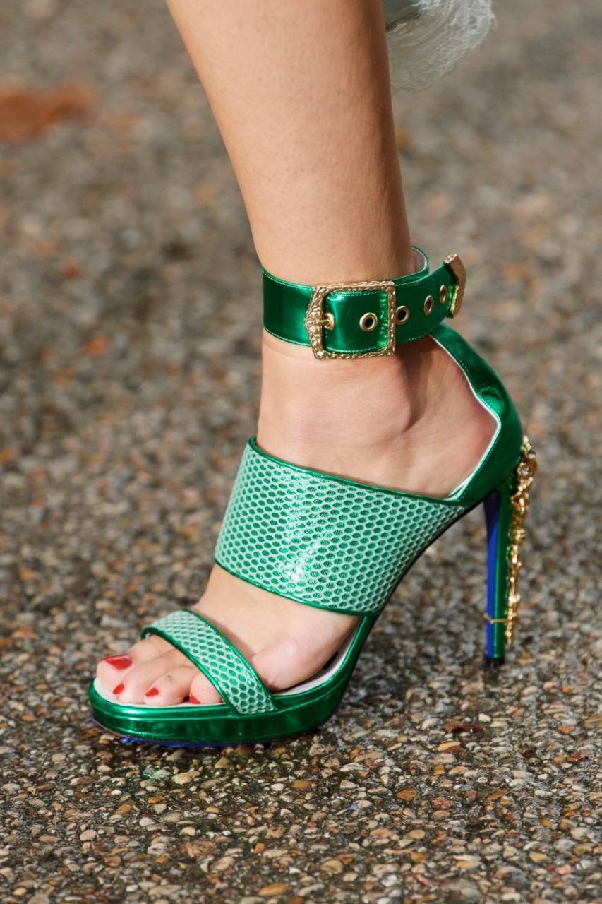 حذاء بكعب عالٍ من ماركة كوشي «Koché»
