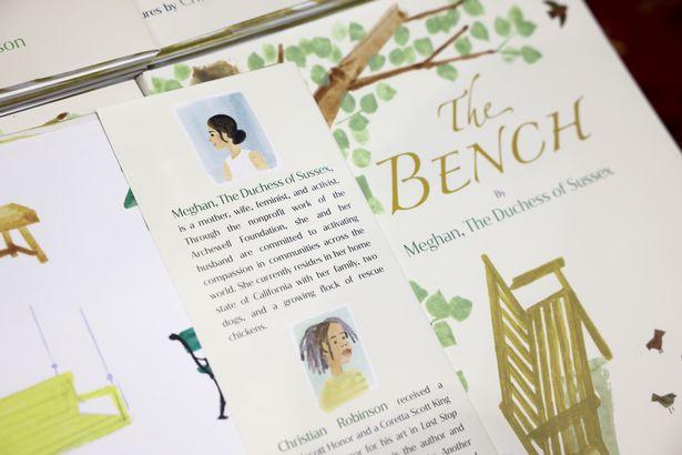 كتاب The Bench- الصورة من موقع ميرورش