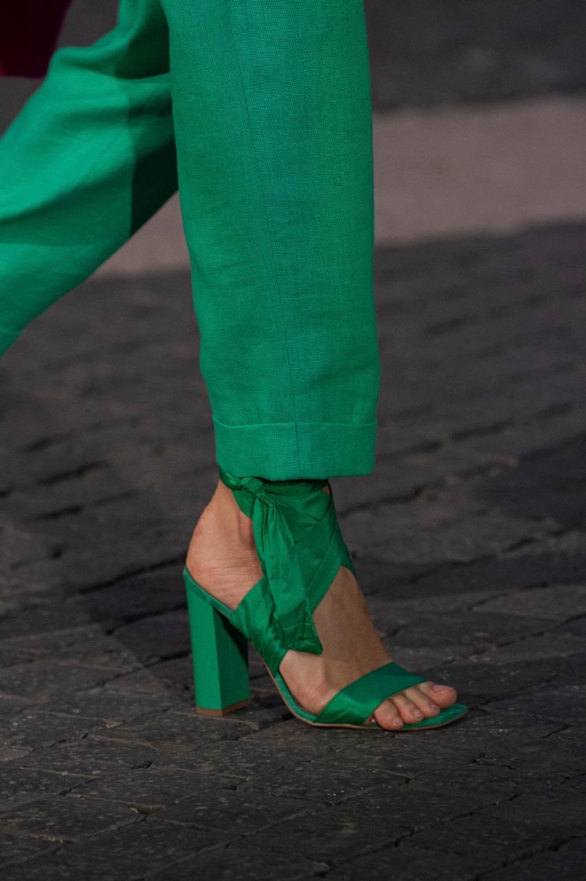 حذاء أخضر بأشرطة من القماش من علامة لورا بياجوتي «Laura Biagiotti»