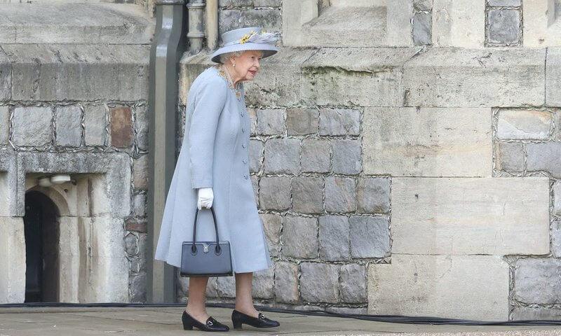 الملكة في قلعة وندسور- الصورة من موقع new my royals
