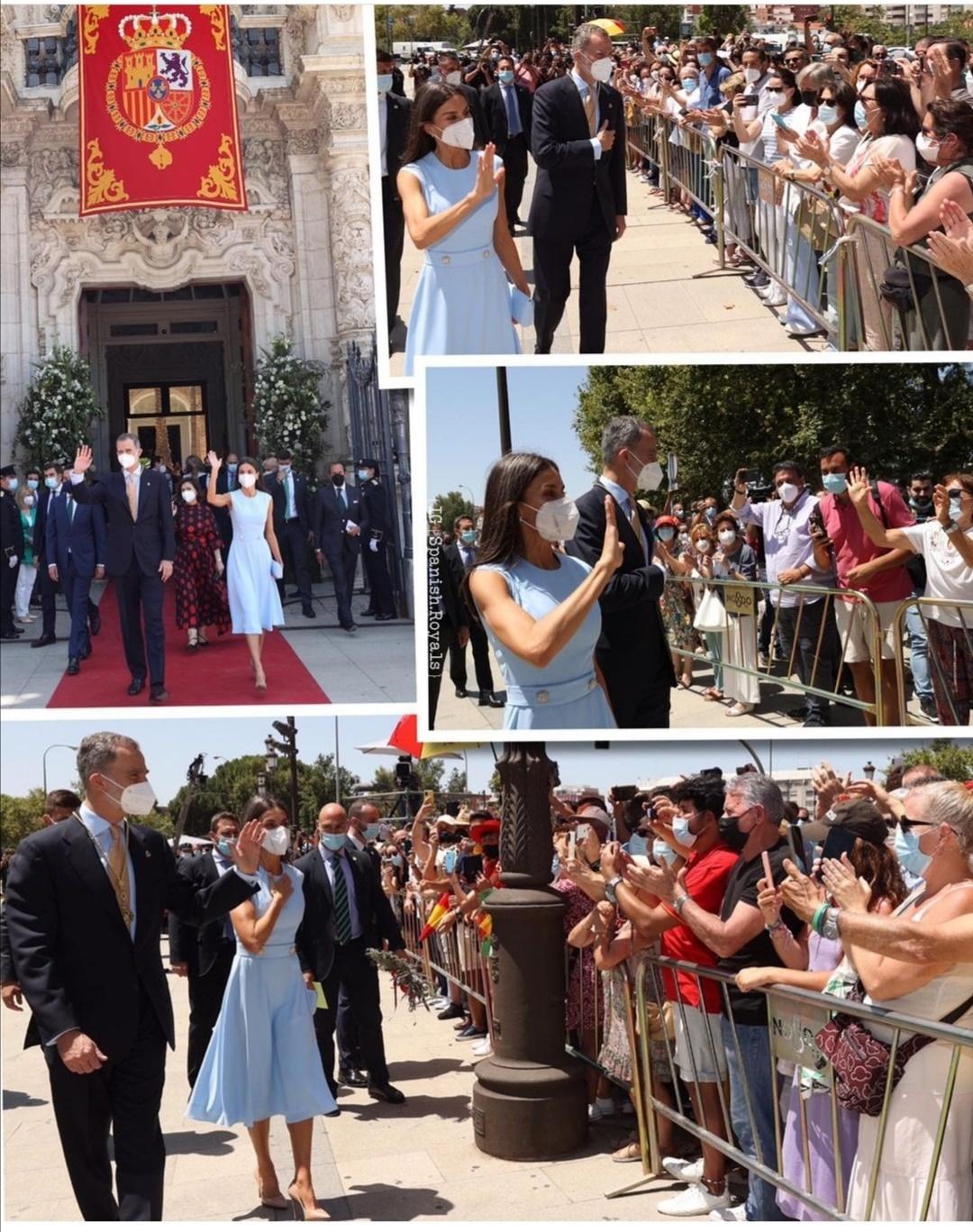 الملك والملكة يحييان الإشبيليين- الصورة من حساب Spanish Royals على إنستغرام