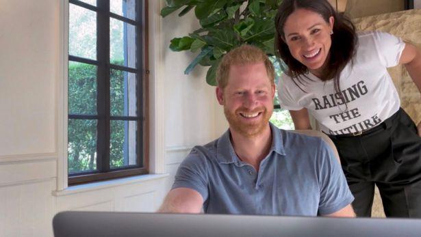 El príncipe Harry y su esposa Meghan Markle - Foto del sitio web Mirror