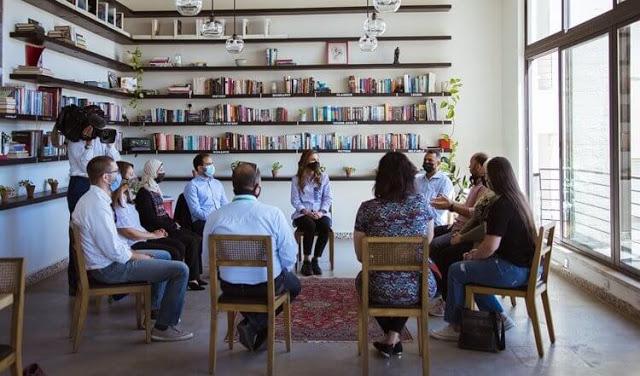 لقاء الملكة رانيا مع مجموعة من المنتجين والبائعين المحليين- الصورة من موقع New my royals