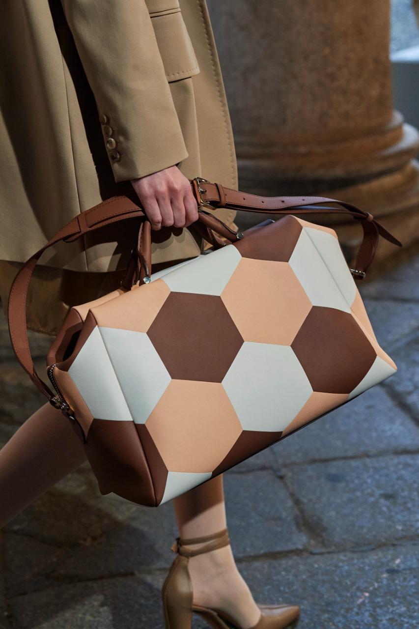 حقيبة يد كبيرة من ماركة ماكس مارا «Max mara»