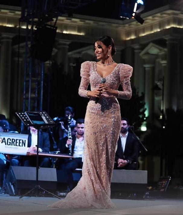 رحمة رياض ترتدي الفستان الزهري النيود  الصورة من حسابها على انستغرام