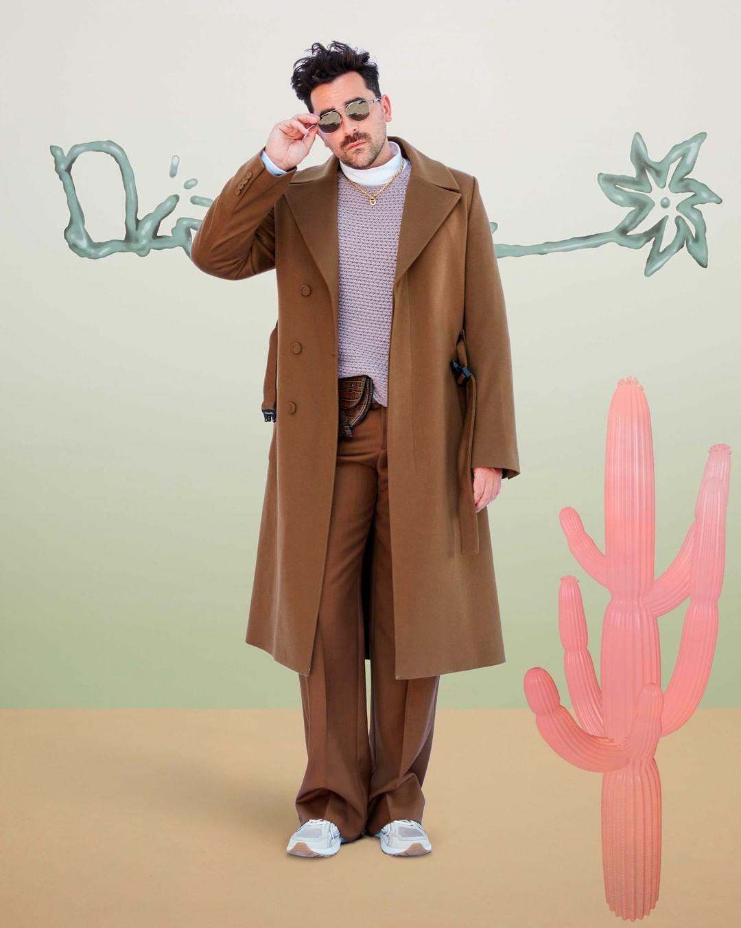 سروال فضفاض مع معطف بني أنيق من ديور. الصورة من انستغرام Dior