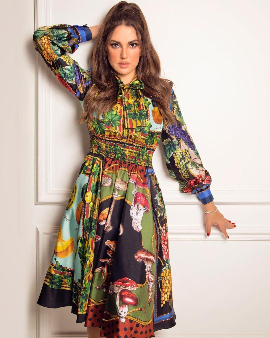 صورة ١ درة زروق بفستان مُطبّع بألوان زاهية الصورة من حسابها على انستغرام