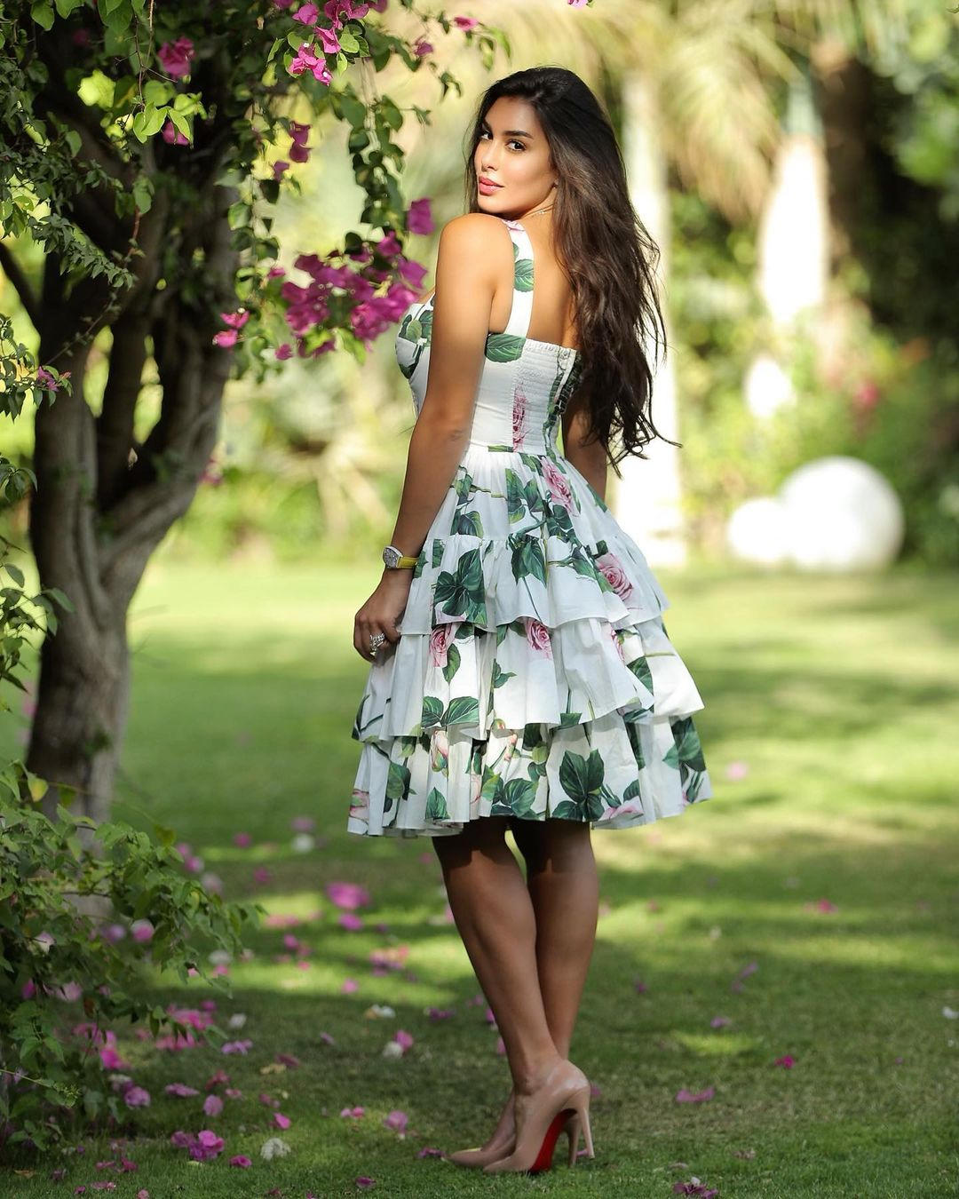 صورة ٣ ياسمين صبري بفستان مُطبع باللون الأخضر الصورة من حسابها على انستغرام