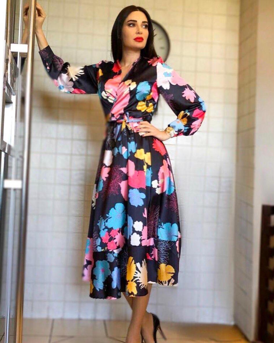صورة ٤ سيرين عبد النور بفستان مُطبع بألوان مبهجة الصورة من حسابها على انستغرام