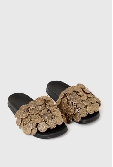 حذاء من باكو رابان. الصورة من موقع الدار الالكتروني