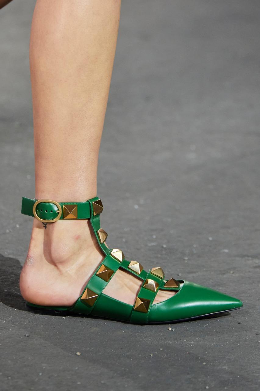 حذاء أخضر من ماركة فالنتينو «Valentino»