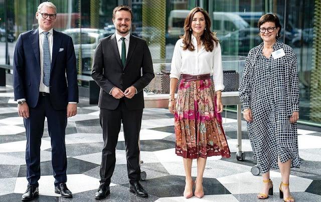 ولية العهد الأميرة ماري مع المشاركين في الحدث- الصورة من موقع New my royals